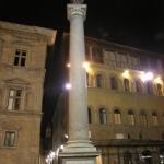 Colonna della Giustizia di notte di Rolando Squilloni